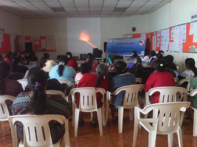 En el centro de Salud de Chimaltenango atienden a madres y niños con desnutrición crónica. (Foto Prensa Libre: Centro de Salud de Chimaltenango)