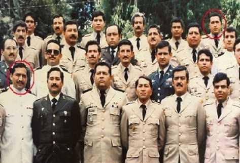 El joven Hugo Chávez Frías aparece en el extremo derecho de la última  fila, en la fotografía tomada el último día del curso Asuntos Civiles  Internacionales, que recibió en Guatemala en  1988. Al frente, el  instructor Jorge Echeverría.