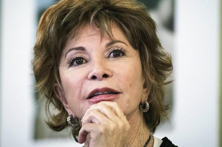 """La escritora chilena es reconocida por sus publicaciones """"La casa de los espíritus"""" y """"Paula"""" (Foto Prensa Libre: EFE)."""