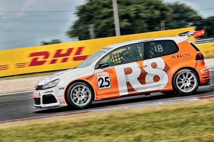 Sebastián Arriola, captado en la competencia de este sábado en Alemania. (Foto Prensa Libre: Cortesía de la Volkswagen Golf Cup)