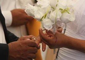Varias parejas se unieron en matrimonio en un evento del Renap.