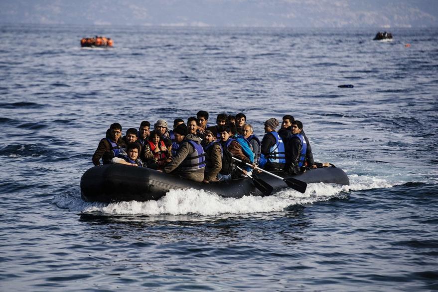 Migrantes sirios siguen llegando a costas de Grecia al huir de guerra civil. Foto Prensa Libre: (AFP)