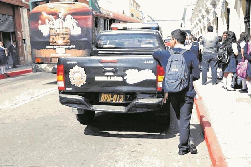 Programa Escuelas Seguras de la Policía Nacional Civil da protección a centros educativas de la capital y algunos municipios. (Foto Prensa Libre: Hemeroteca PL)