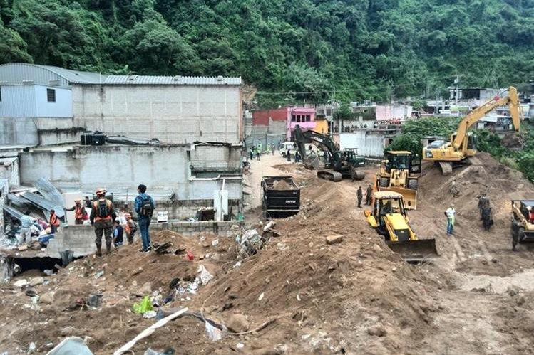 Vista general del lugar donde se produjo la tragedia en El Cambray 2. (Foto Prensa Libre: Estuardo Paredes)