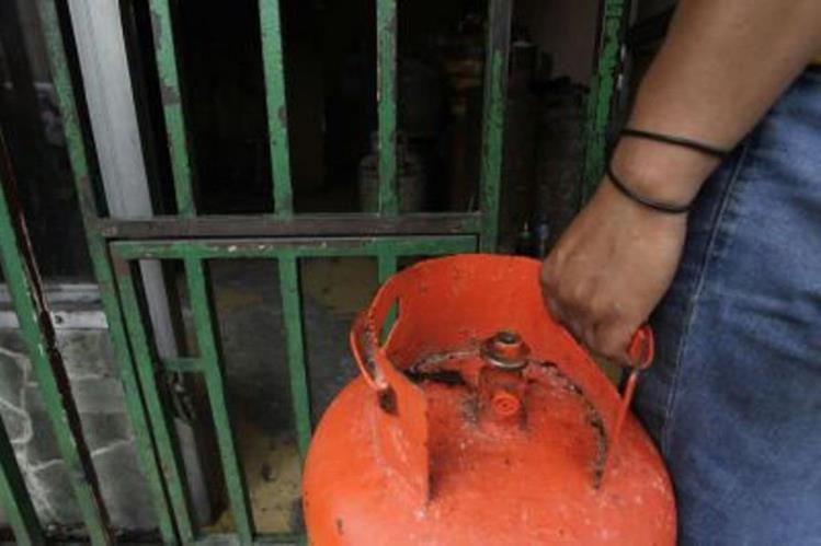 Inspectores detectaron que los vendedores entregan menos gas. (Foto Prensa Libre: Hemeroteca PL)