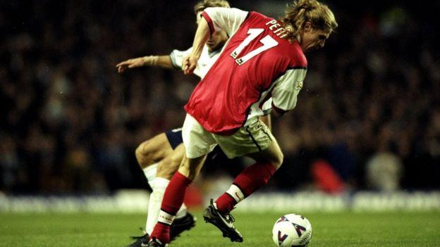 Petit ganó un doblete de Liga y Copa con el Arsenal en 1998 además del Mundial con Francia. (Foto Prensa Libre: GETTY IMAGES)