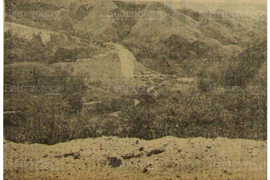 Vista general del espacio para la Hidroeléctrica Aguacapa, desde la ruta abierta en la montaña, en una foto de 1976. (Foto: Hemeroteca PL)
