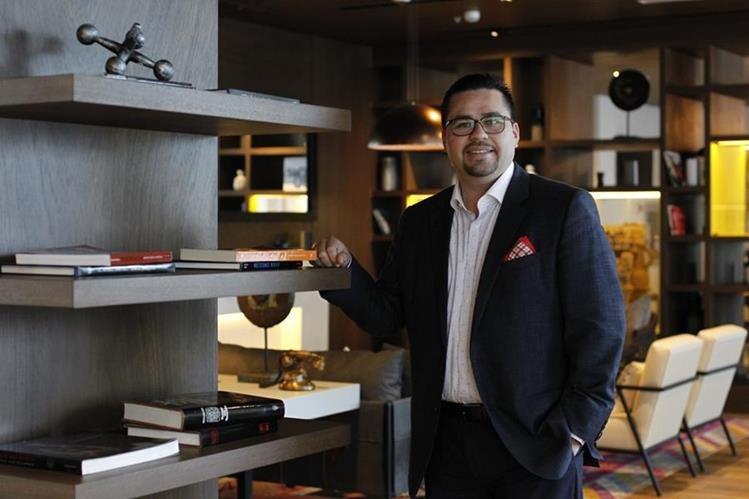 Manuel Villalobos es gerente general de Hyatt Centric Guatemala City, un hotel nuevo en la capital del país. Su visión de aprendizaje y filosofía del servicio forman parte de la estrategia de esa firma mundial. (Foto Prensa Libre: Paulo Raquec)