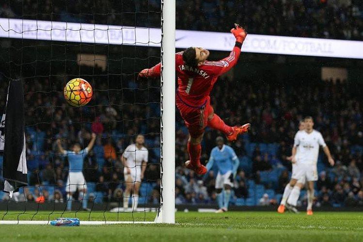 Con este golazo Yaya Touré le dio el triunfo al Manchester City.(Foto Prensa Libre: EFE)
