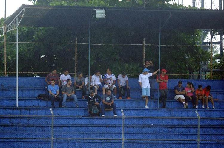 Algunos aficionados de Suchitepéquez ya se encuentran en el estadio para apoyar a los venados.