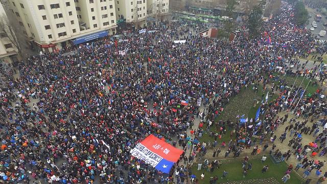 Masivas protestas contra la reelección de Cartes. (Foto del sitio theclinic.cl)