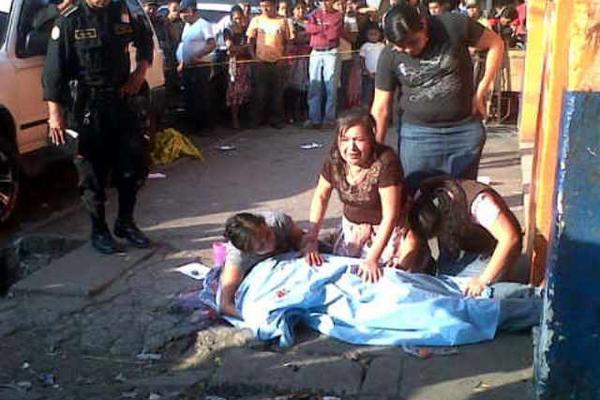 """<p>Un comerciante fue asesinado a inmediaciones de La Terminal. (Foto Prensa Libre: CBM)<br _mce_bogus=""""1""""></p>"""