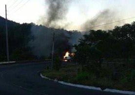 Cisterna se incendia en la ruta entre Retalhuleu y Quetzaltenango. (Foto Prensa Libre: Stereo 100)