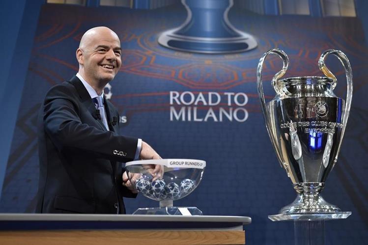 El italiano Gianni Infantino, secretario de la UEFA, durante el sorteo de los octavos de final de la Liga de Campeones de Europa celebrado en Nyon, Suiza. (Foto Prensa Libre: AFP)