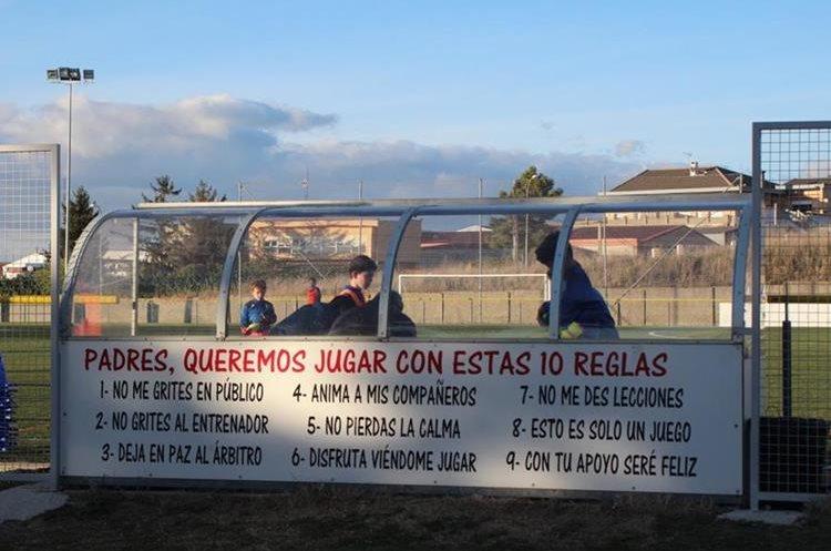 Estas son las reglas que impusieron en Mallorca. (Foto Prensa Libre: Twitter)