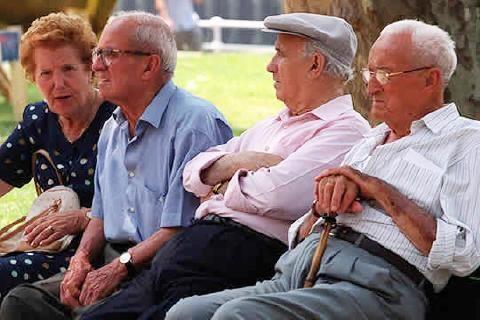 En 2030 el gasto de los habitantes de 65 años o más superará por primera vez al de los menores de 20 años en Cuba y Chile. (Foto: Internet).