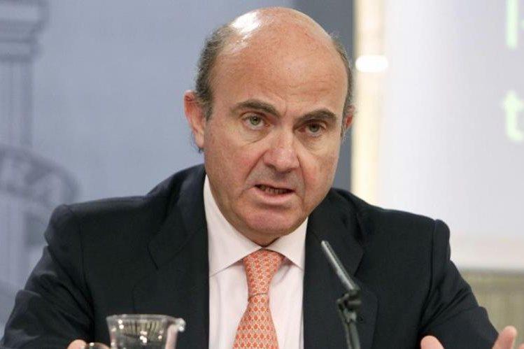 Luis de Guindos Jurado, desde el viernes 15 de abril 2016 asume el Ministerio de Industria, Energía y Turismo tras la renuncia de su predecesor. (Foto Prensa Libre: cdn.20m.es)