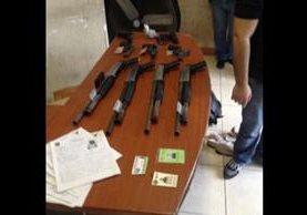 Armas incautadas durante los allanamientos. Foto Prensa Libre: Ministerio Público.