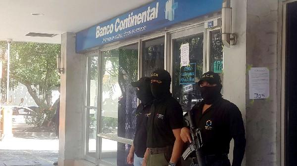 Personal del Ministerio Público de Honduras decomisa empresas del Grupo Continental.