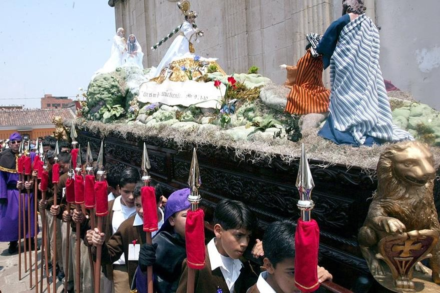 Procesión infantil del Niño Nazareno de la Demanda, templo de La Merced. (Foto Hemeroteca PL)