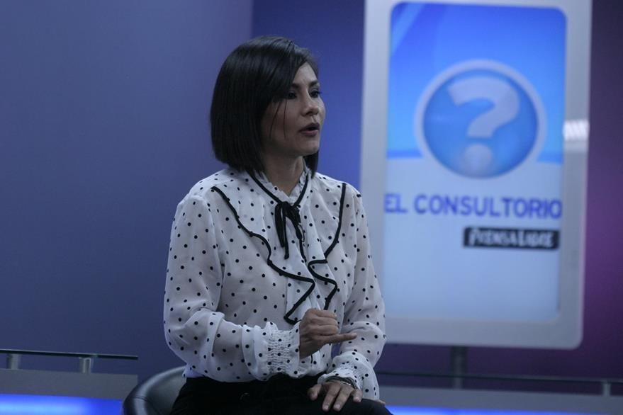 María de los Ángeles Aguirre recomienda hidratar la piel todos los días para prevenir el aparecimiento de estrías. (Foto Prensa Libre, Óscar Rivas)