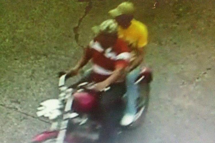 Uber García y Edwin Guevara son filmados en Escuintla por cámaras de la PNC. (Foto Prensa Libre: PNC)