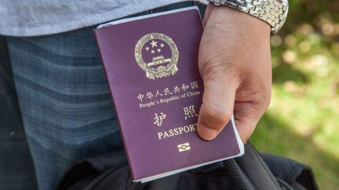El hombre chino quería denunciar un robo y terminó casi dos semanas en un hotel para migrantes en Alemania. GETTY IMAGES
