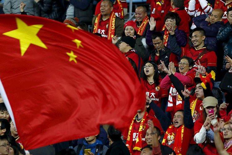 Analistas opinan que el objetivo de los fichajes multimillonarios chinos es más político que futbolístico. (Foto Prensa Libre: Hemeroteca PL)