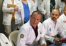 Médicos del Hospital Roosevelt condenaron la balacera de ayer y piden que el Estado garantice la salud y la seguridad. (Foto Prensa Libre: Estuardo Paredes)