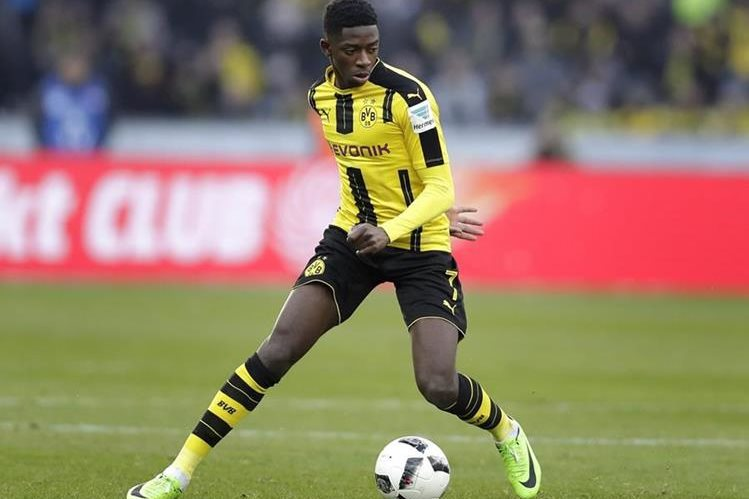 Ousmane Dembélé se negó a entrenar con el Borussia Dortmund. (Foto Prensa Libre: AP)