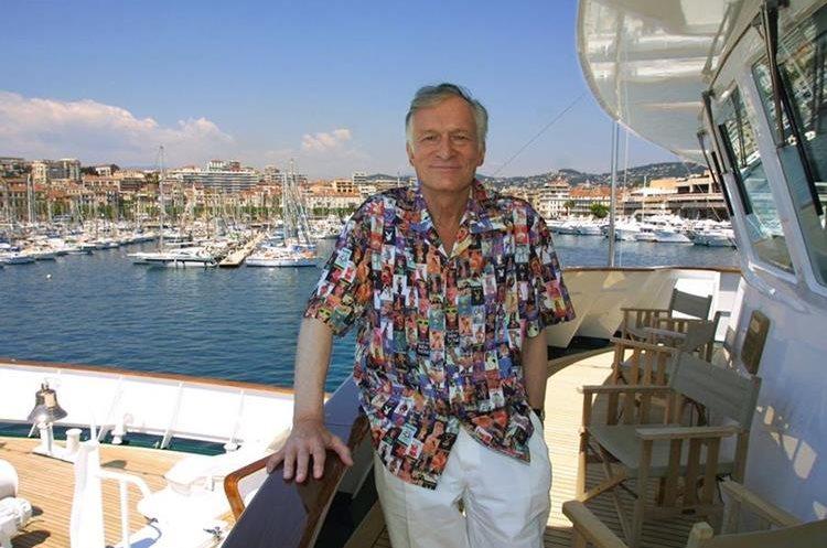 El carisma de Hugh Hefner lo catapultó como una persona influente en el cine, participaba en los evento de Cannes, Francia.