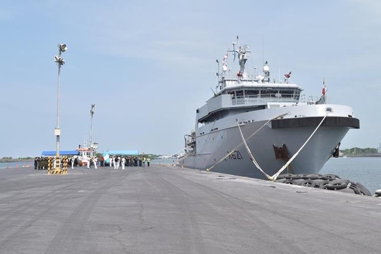 El buque francés B2M D Entrecasteaux atraca en Puerto Quetzal, Escuintla. (Foto Prensa Libre: Carlos E. Paredes)
