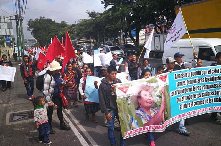 Campesinos marchan en la capital para rechazar decisión del Congreso de arropar a Jimmy Morales. (Foto Prensa Libre: Estuardo Paredes)