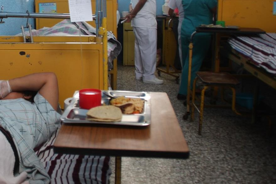 Una de las heridas se recupera en el Hospital Regional de Huehuetenango. (Foto Prensa Libre).