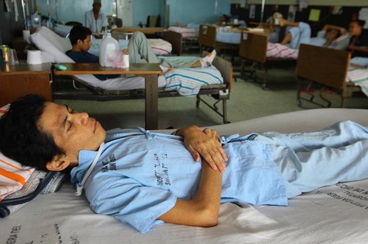 Jóvenes con capacidades diferentes son abandonados en el hospital.