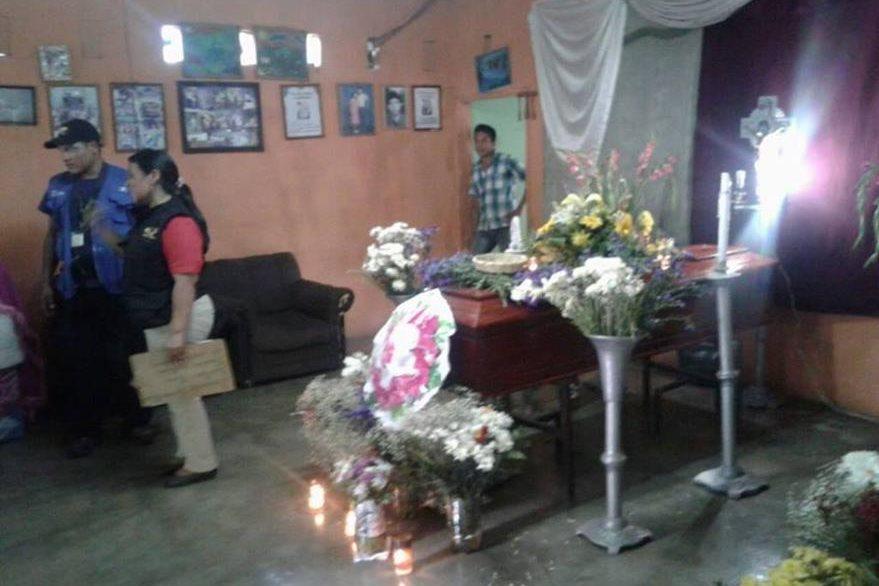 Lugar donde se llevaba a cabo el velatorio en Masagua, Escuintla. (Foto Prensa Libre: PNC).