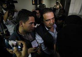 José Manuel y Sammy Morales salen del juzgado que conoce el caso Botín en el Registro de la Propiedad. (Foto Prensa Libre: Paulo Raquec)