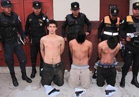 Luis Daniel Morales Solís, primero de izquierda a derecha, fue condenado a 50 años de prisión por tres asesinatos, los menores fueron sancionados en mayo de 2016 a seis años de privación de libertad. (Foto Prensa Libre: Hemeroteca PL)