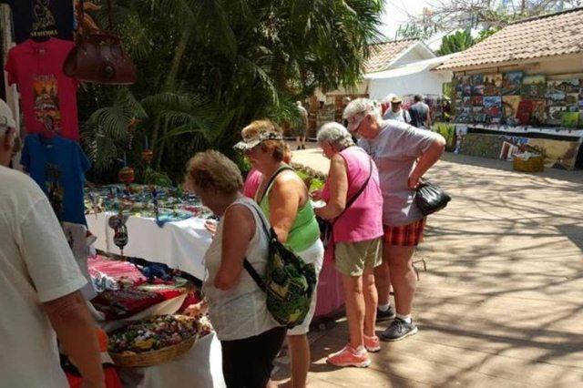 Turistas extranjeros visitan el país para conocer lugares turísticos. (Foto Prensa Libre: Hemeroteca PL)