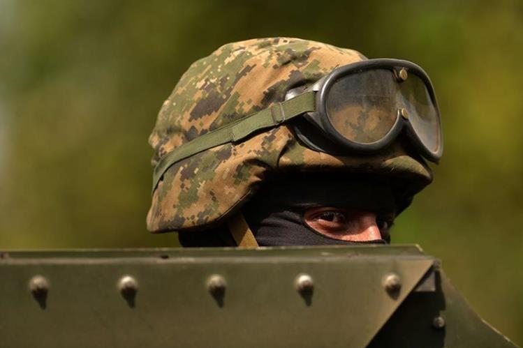 Militares y policías son blanco predilecto de las pandillas salvadoreñas, en particular cuando se encuentran de licencia. (Foto Prensa Libre: AFP).