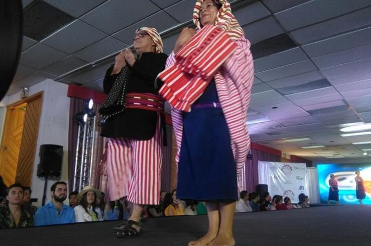 Jab'el Fashion Awards en Panajachel (Foto Prensa Libre: Ángel Julajuj).