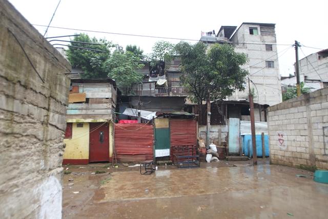 En Santa Isabel 2, zona 3 de Villa Nueva, los residentes  viven en un asentamiento que surgió por la expansión del municipio. En el 2016, en ese lugar se registró una tragedia que cobró la vida de 10 personas. (Foto Prensa Libre: Érick Ávila)