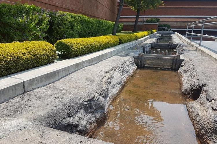 Réplica del Canal Mirador que llevaba agua del lago hacia las comunidades y campos de cultivo. (Foto Prensa Libre: Sandra Vi)