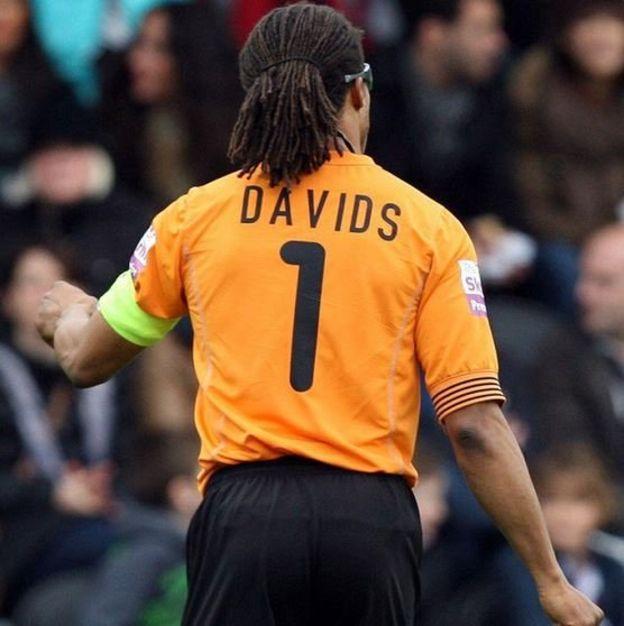 Edgar Davids en el Barton durante la temporada 2012. (Twitter)