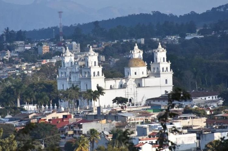 La Basílica de Esquipulas es un templo con estilo barroco, construida en el año 1758.(Foto Prensa Libre: Mario Morales)