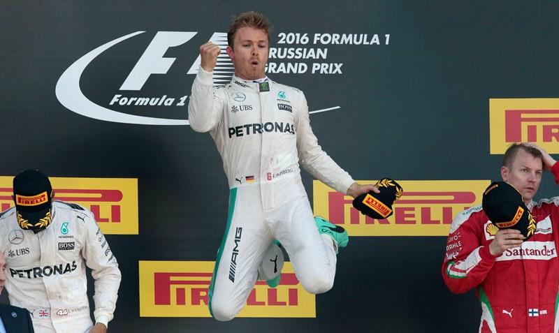 Rosberg supera en puntos al vigente campeón, Lewis Hamilton. (Foto Prensa Libre: AP)