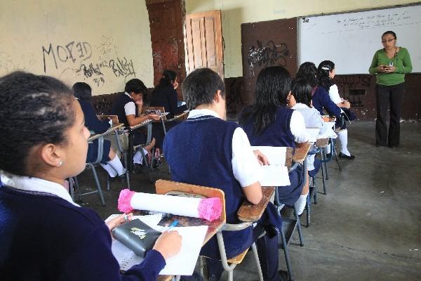 <p>Futuros maestros deberán cursar un bachillerato en educación. (Foto Prensa Libre: Archivo)</p>