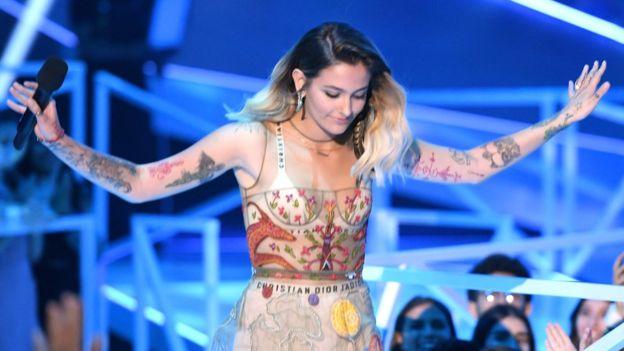 La hija de Michael Jackson, Paris Jackson, fue una de las primeras en criticar a los supremacistas blancos durante la gala de los premios MTV al tiempo que se burló del presidente Donald Trump. (GETTY IMAGES)