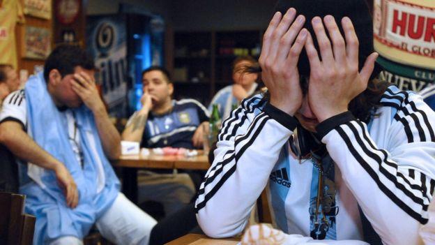 Pese a la crítica situación, Argentina cuenta con un calendario favorable para poder clasificar al mundial. (Getty Images)