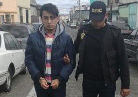 Presunto violador de niña de 7 años es capturado, en la 15 calle y 15 avenida de la zona 1. (Foto Prensa Libre: PNC)